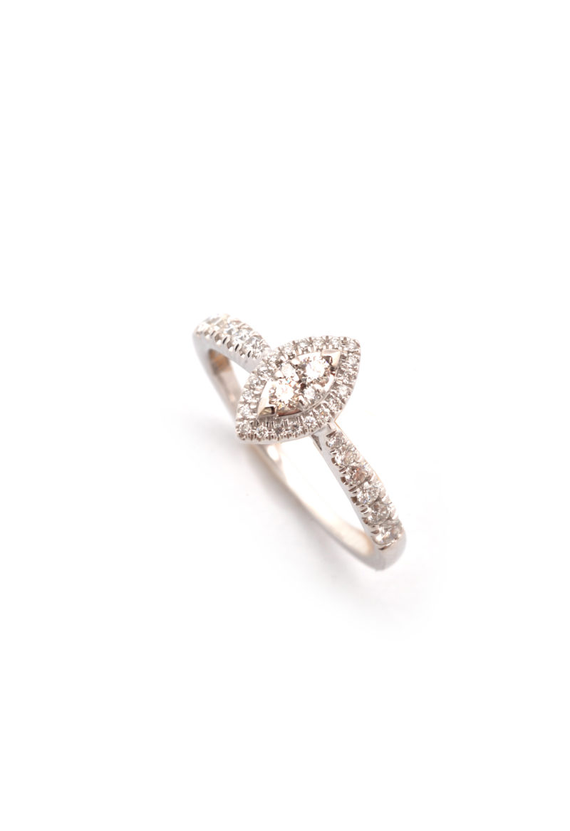 Ring aus Weißgold mit Brillanten