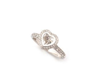 Verlobungsring aus Weißgold mit Diamantherz