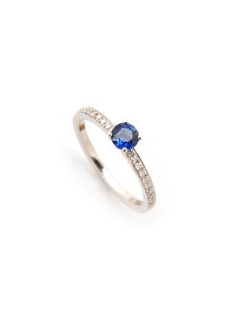 Ring aus Weißgold mit Diamanten und Tansanit