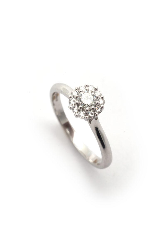 Verlobungsring aus Weißgold mit Diamant