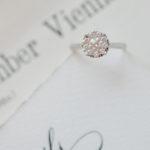Verlobungsring aus Weißgold mit Diamanten