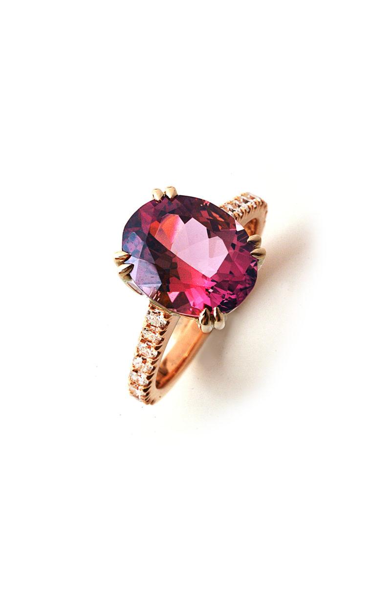 Ring aus Rotgold mit Turmalin und Diamant