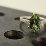 Ring aus Weißgold mit Turmalin und Diamanten
