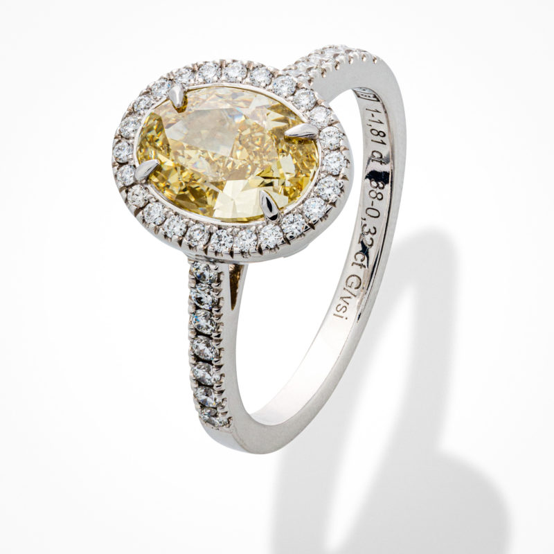 Diamantring aus Weißgold mit fancy Diamant