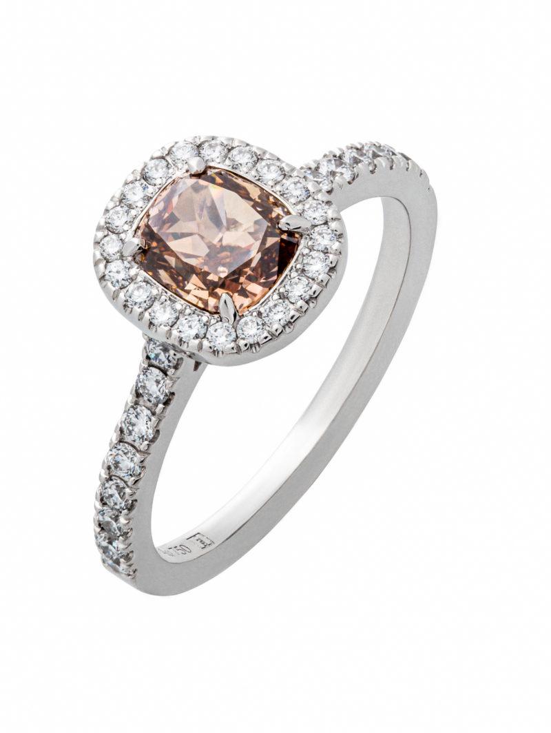 Weißgoldring mit fancy deep brownish Diamanten